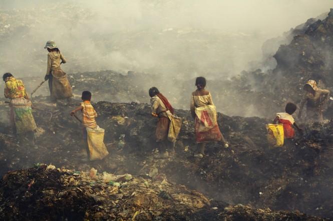 Scavengers in Siem Reap garbage dump